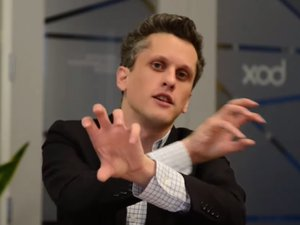 levie hands crossed