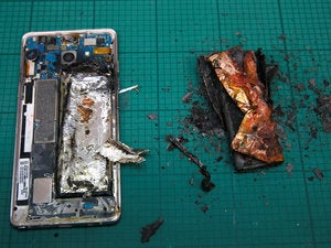 Refurbishing Samsung Note7s for resale is a 'disastrous' plan, analyst says