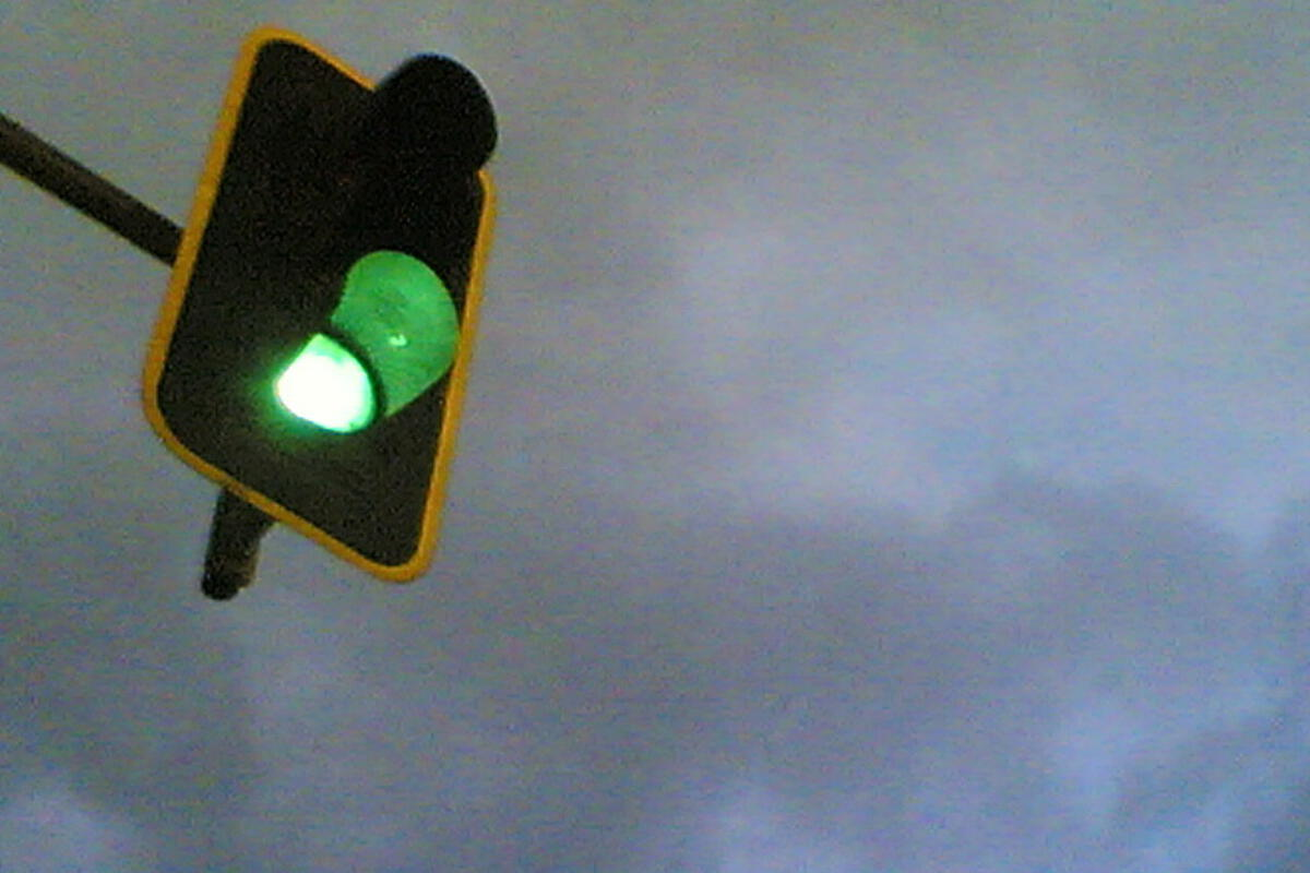 green light in madrid go proceed traffic